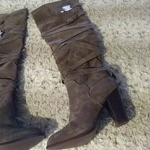 *$20$ over the knee 4 inch heeled boots sz 10 Nwt